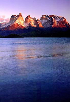Macizo del Paine al Amanecer. Parque Nacional Torres del Paine